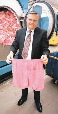 http://nicedeb.files.wordpress.com/2008/02/arpaio_underwear.jpg