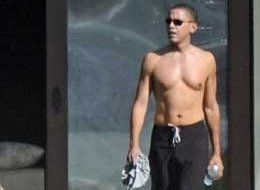 obama-shirtless-in-hawaii