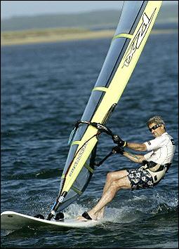 kerry_windsurfing_kampania_wybory.jpeg