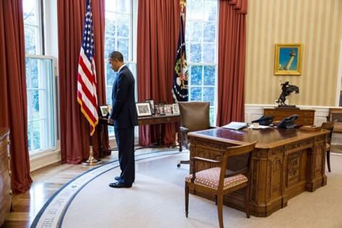 Obama-moment-of-silence-e1366724546849