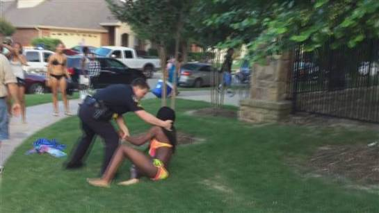 cops-pool-party_214f3d59f9407f77f3d064892d64ea2c.nbcnews-ux-600-480